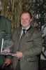 Manfred T. mit einem Pokal des Bürgermeisters von Zistersdorf