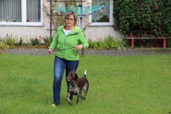 Hanna wird von Anja Gügel bei der Zuchtschau vorgestellt - die beiden laufen super - da gibt es nichts zu bemängeln.